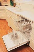 At fjerne den øvre Rack i GE opvaskemaskine