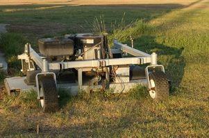 Sådan fjernes en John Deere plæneklipperen dæk