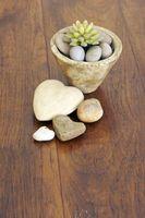 Hvordan til at pynte på en gammel træ spisebord