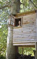 Hvordan man laver møbler til en Treehouse