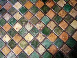 Hvordan at sætte keramiske fliser Over trægulve