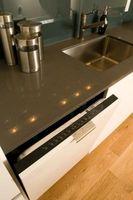 Hvordan man kan sikre en opvaskemaskine til en bordplade