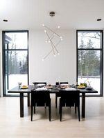 Hvordan man kan dekorere en spisestue med sort møbler