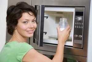 Sådan installeres en mikrobølgeovn Under dit køkkenskab