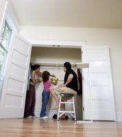 Hvad slags døre kan være brugt på et skab i stedet for skydedøre?
