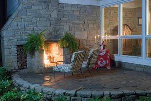Hvad slags belysning er bedst at bruge udenfor på baggård verandaen?