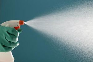 Hvordan man bruger eddike, vand og alkohol som et glas renere opskrift