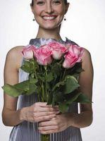 Hvordan man laver høje Rose Centerpieces