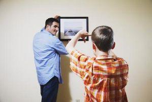 Hvordan til at hænge billeder på Mobile Home vægge