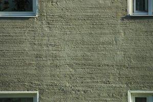 Sådan vedhæfte en dørkarm til en betonmur