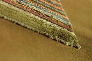 Hvad kan jeg bruge i stedet for gummi sikkerhedskopiering på et tæppe?