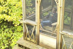 Hvordan til at vedlægge en åben veranda med et tag