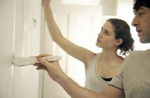 Sådan bruges farve maling til at tilføje dybde & bredde til værelser