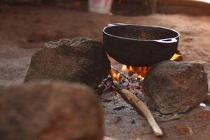 Fjernelse af brændt lugt fra en Metal Pot