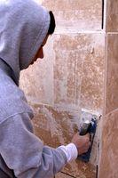 Sådan installeres marmor fliser på et brusebad væg