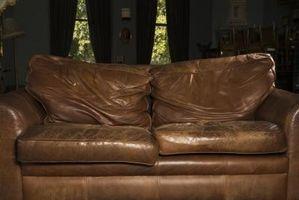 Hvordan at reparere revner i farvet lædermøbler