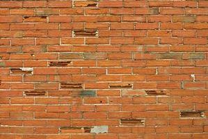 Hvordan du fjerner stropper fra mursten