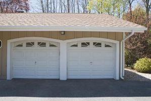 Hvordan at finde en garage døren ru åbning
