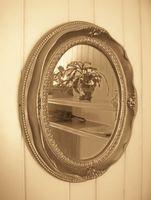 Hvordan til at hænge et rundt spejl