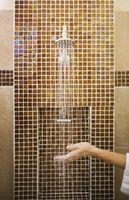 Hvordan man laver en forsænket åbning i en flise brusebad