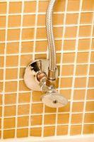 Hvordan at rengøre & genbrug keramiske bad flise