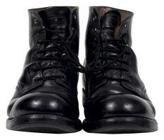 Sådan Fix læderstøvler, der fik skrabet