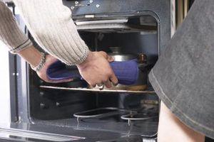 Hvordan at rengøre din ovn uden skrappe kemikalier