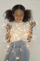 Hvordan man binder Tulle rundt julelys