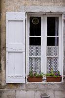 Hvordan man vælger den rigtige farve af skodder til dit hus