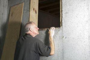 Hvordan til at isolere en krybekælder med en snavs gulv