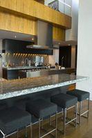 Hvordan man laver en Bar fra et køkken Pass gennem