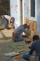 Sådan installeres Cedar House sidespor omkring en dør