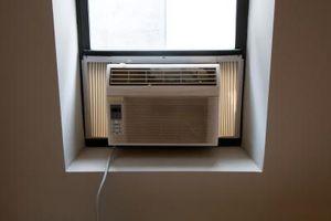 Når jeg slukker min vindue Air conditionere vand strømmer ud nedenunder den forreste af enheden