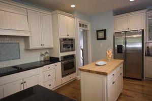 Hvordan man kan dekorere et køkken med fløde og Baby-blå farver