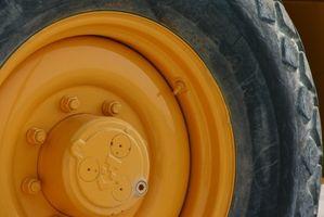 Sådan ændres en bageste dæk på en håndværker Rider plæneklipper