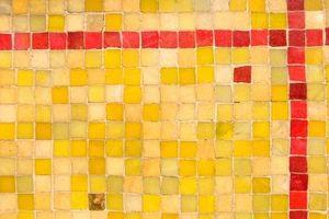 Sådan installeres firkantet mosaik flise