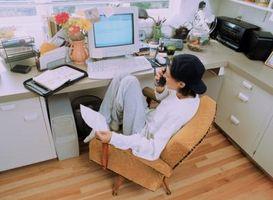 Hvordan du arrangerer møbler i en lille hjemmekontor