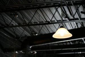 Sådan fjernes let Blubs fra en hængende Carport lys