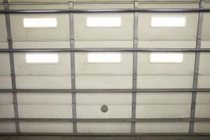 Sådan installeres en Side Mount garageport