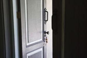Hvordan til at vedlægge en dør åbning